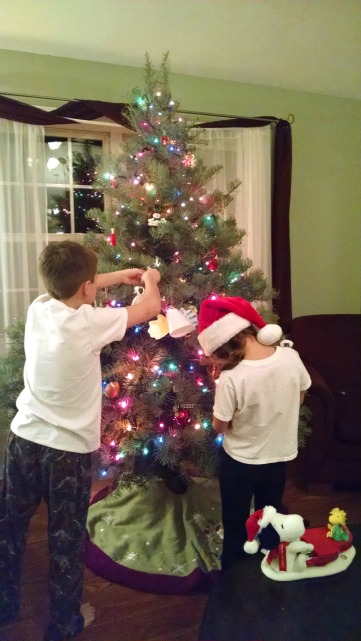 treedecorating2016