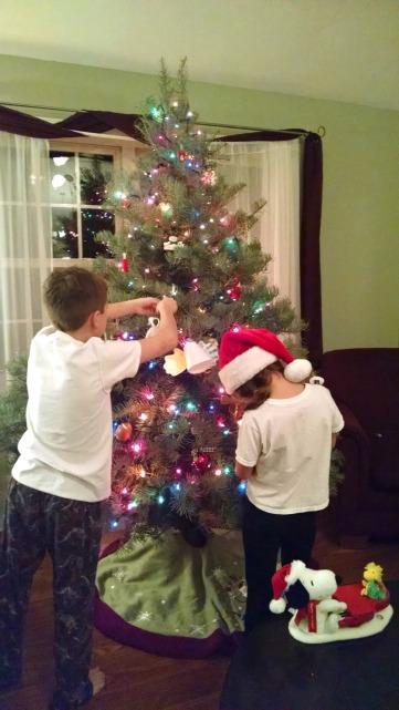 treedecorating2016